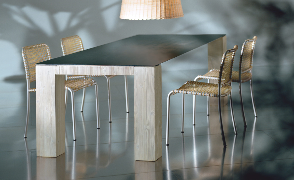 I can't get enough of this ultra-thin table top by Gervasoni.