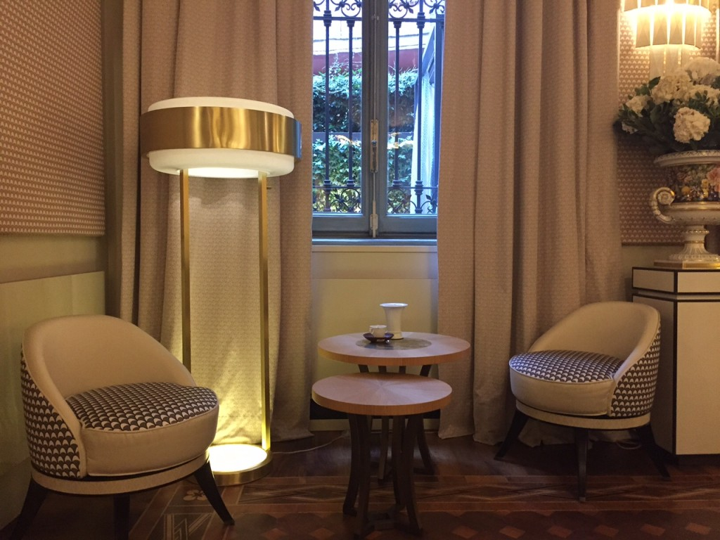 Meissen table, chairs and lamp
