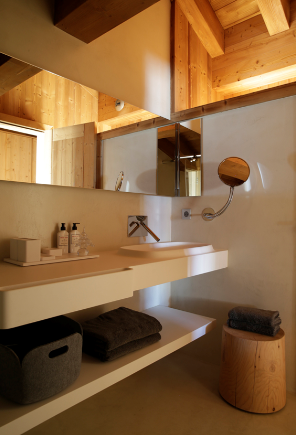 Bathroom with open shelving, #AngeliqueBuisson