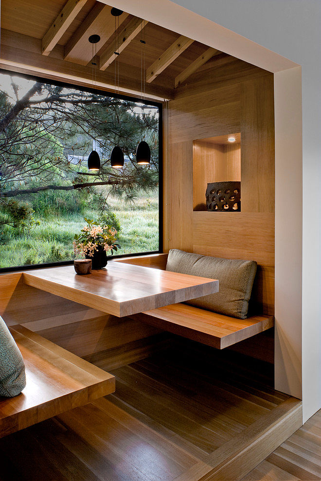 William Turnbull created an intimate dining area off the kitchen, which connects to the forest landscape outside. #williamturnbull #searanch #bjorndesign_ca